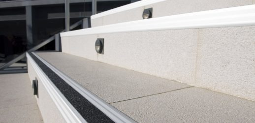 Perfil N-Peldaño Safety Ref. NPSFAL65PL Anodizado Plata Mate Banda Negra Aluminio 65x2500